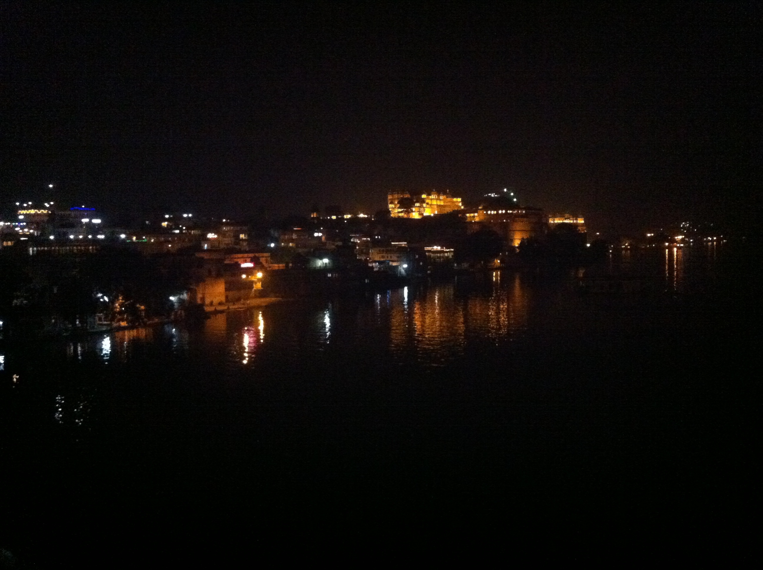 Nächtlicher Blick aufs Citypalace, Udaipur