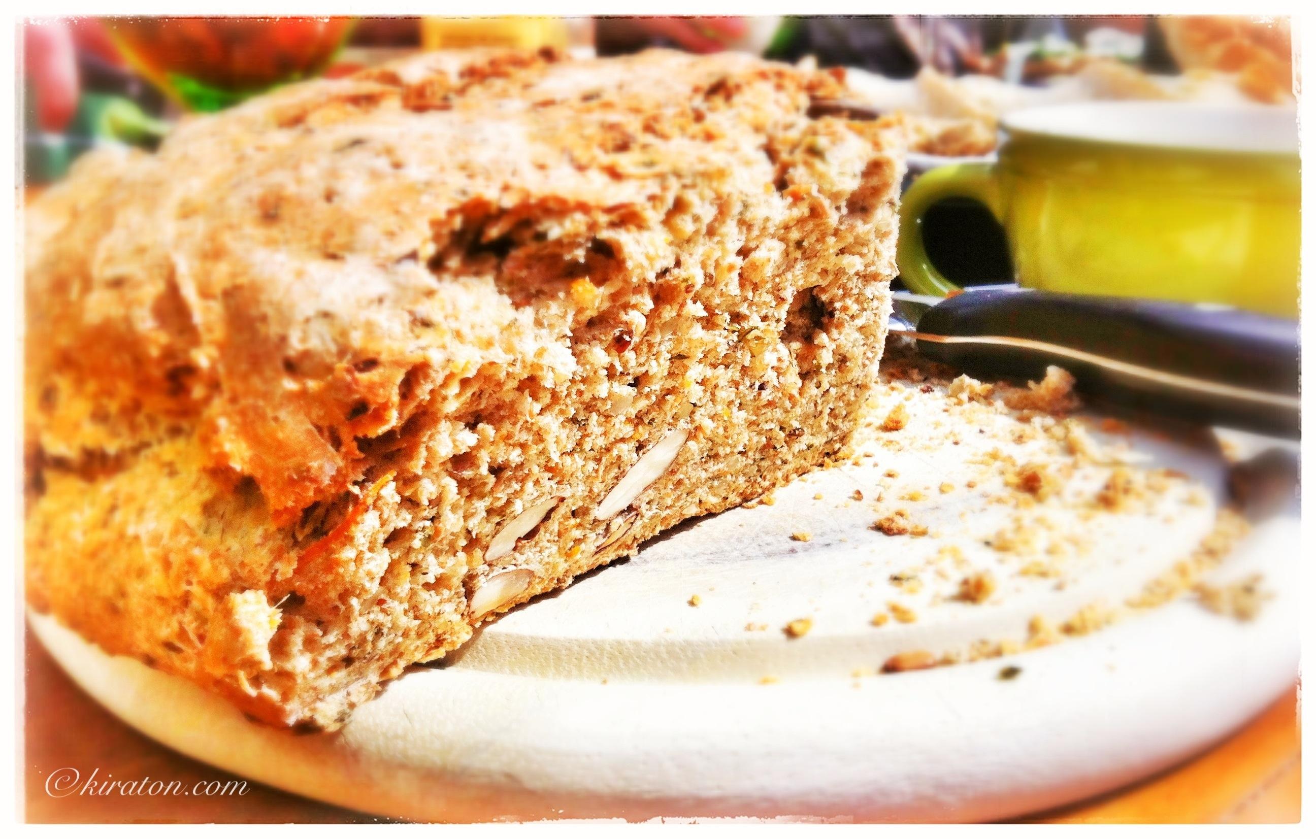 Brotvariationen mit Möhre oder Paprika.