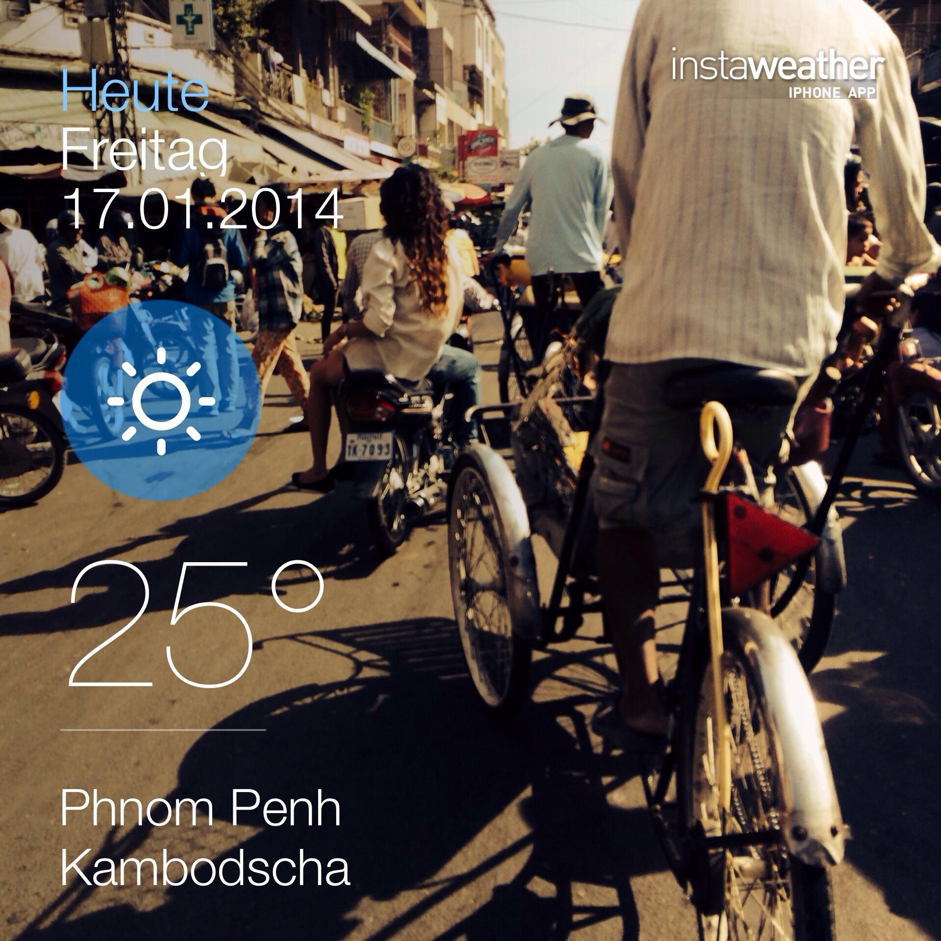Auf dem Bild sind Cylofahrer zu sehen. Diese gemächliche Art der Fortbewegung gibt es nur hier in Phnom Penh.