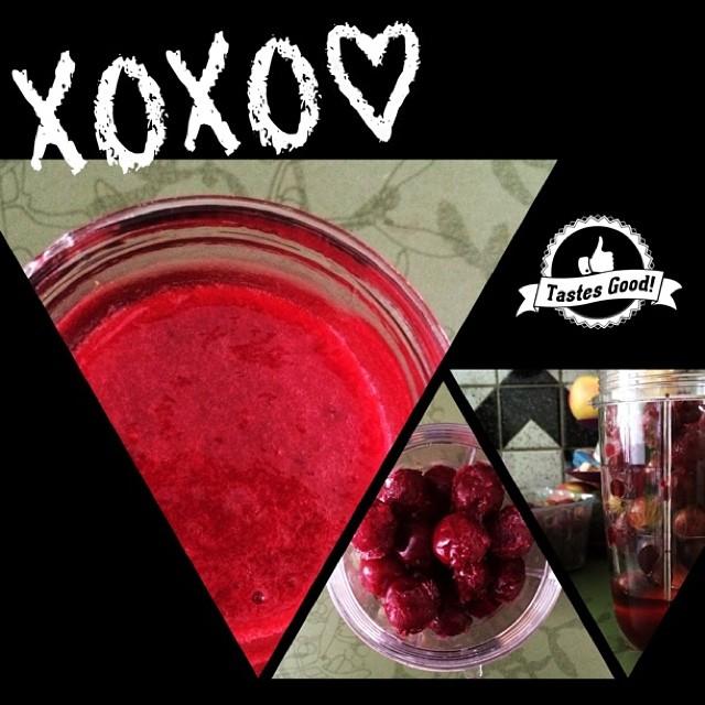Sooooo Yummmmiiiiiiii!!! Smoothie with apple, gooseberry, freeze sour cherry & red grape juice. #yummi #smoothie #apple #gooseberry #cherry #sourcherry #grape #juice #enjoy #cool #ice #freeze #vegan #vegetarian #lecker #life #love #taste #good #great
