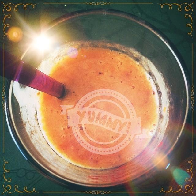 Yummi!!!! Vegan Smoothie with fresh apricots & soya-milk. #yummi #vegan #soja #soyamilk #smoothie #apricot #taste #good #enjoy #love #igfood #instafood #soya #super #summer #sun #fresh