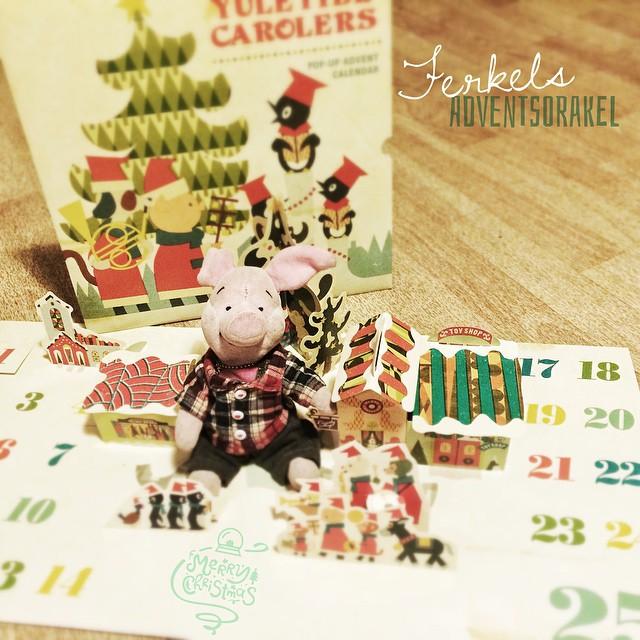 """Ab morgen geht es wieder los: Ferkels Adventsorakel! Ferkel: """"Einen wunderbaren 1. Advent wünsch ich euch! ...und ab morgen orakle ich wieder für euch!! Jipppiii"""