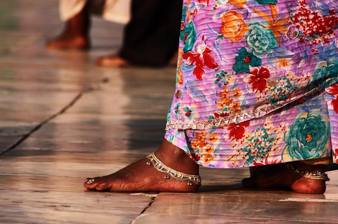 Heute möchte ich euch auf die croudfunding-Kampagne von @voiceofmotherindia aufmerksam machen: Zwei Ladies aus Deutschland wollen ein Filmprojekt über Frauen in Indien realisieren: https://www.startnext.com/voiceofmotherindia >> Ihr habt noch bis Ende Mai 20016 die Möglichkeit, dieses fantastische Projekt der beiden Journalistinnen zu unterstützen. ____________ 17/31 #MeettheBloggerDE Und da es gerade zum Thema passt: Ich bin immer noch unheimlich stolz auf mein erste eigene #Ausstellung #incredibleindia die ich im Jahr 2013 realisiert habe. Über 1000 Euro hab ich durch den Verkauf der Bilder erhalten, die ich an ein gemeinnütziges Projekt in #Indien gespendete. Weitere Infos: http://kiraton.com/incredible-india-2013/