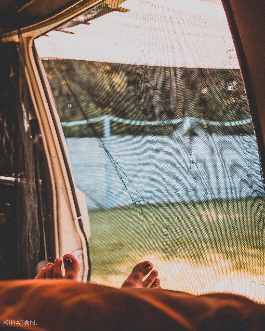 Blick aus meinem Fenster. Window with a view. Morgens im Urlaub, halb elf in SPO. Der Blick aus meinem Fenster bzw. Bulli.
