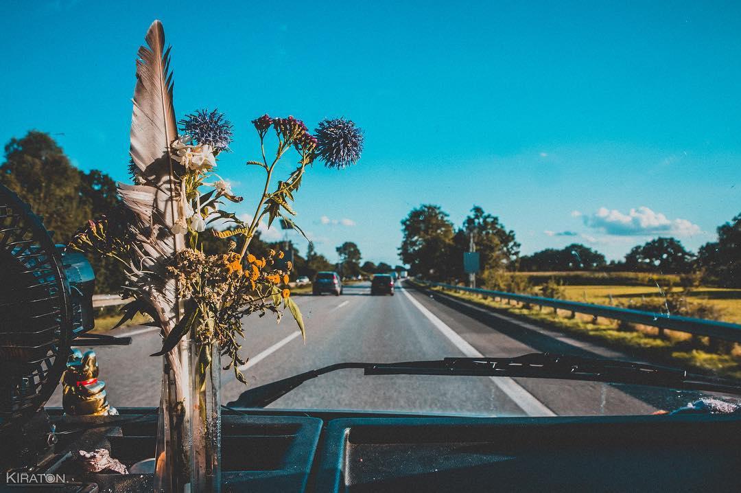On the road. | Unterwegs sein. Mit Hilde auf den Straßen zwischen Nord und Süd, Ost und West.