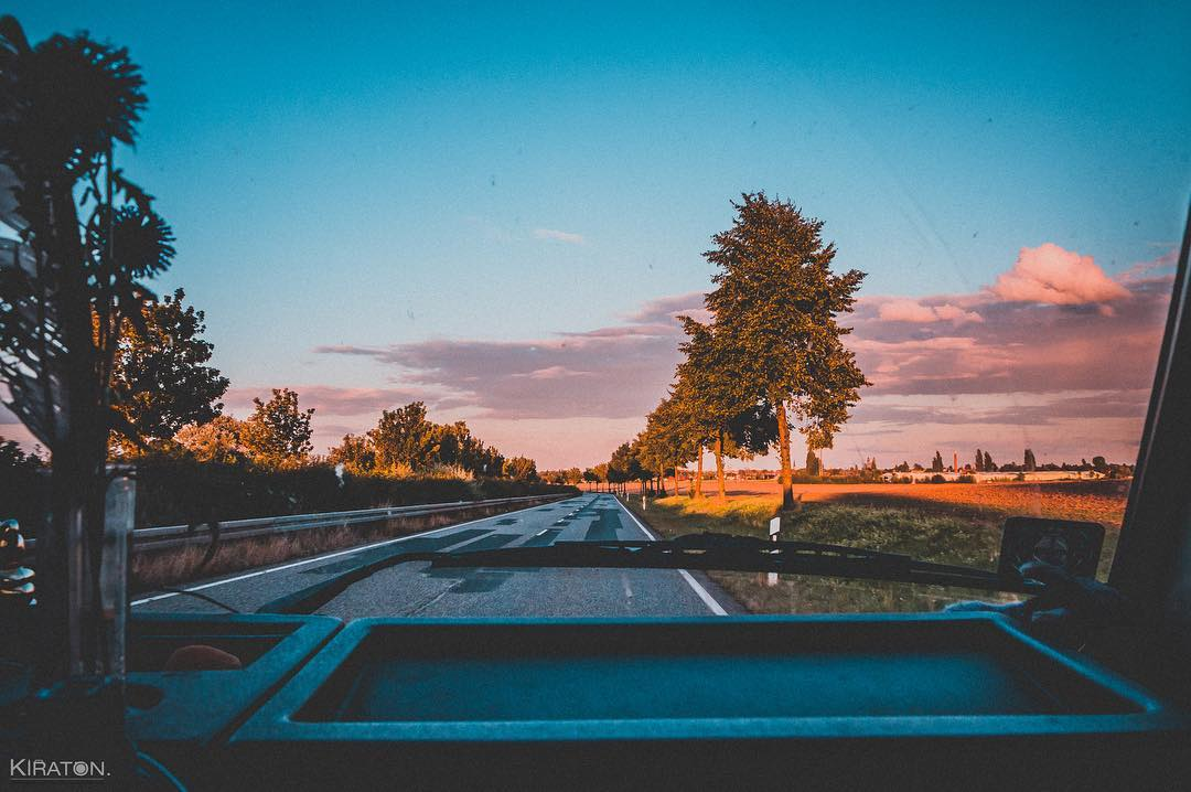 Heimkommen. Nach Hause kommen. Heimkommen. Ankommen. In diesem Fall nach einem schönen Kurzurlaub wieder zurück in Magdeburg ... und das bei einem wunderbaren Sonnenuntergang.