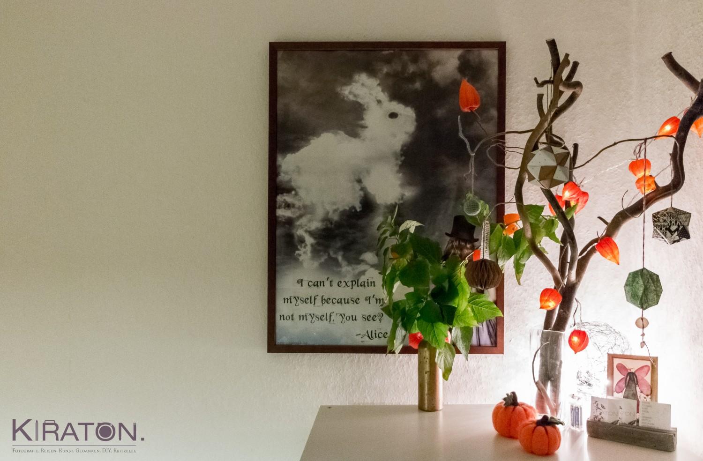 Simple Herbstdeko mit Lampionblumen.