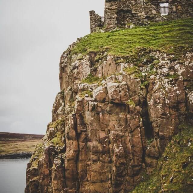 Die mageren berreste des Duntulum Castle Hier wurde einst dashellip